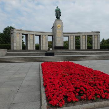 """Ist die Erinnerung an den """"Großen Vaterländischen Krieg"""" auch eine ukrainische? Besuch des sowjetischen Ehrenmals in Berlin"""