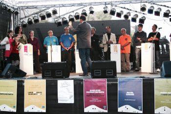 Die ersten Słubfurter Parlamentswahlen 1999: Kandidaten und Parteien stellen sich vor (Foto: Jonatan Kurzwelly)