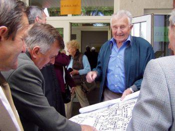 Im Spurensuche-Projekt begegnen sich alte und neue Bewohner von Czelin-Zellin 2007. (Foto: Bogdan Twardochleb)
