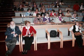 Die Seniorenakademie lädt seit über 15 Jahren während des Semesters zu Veranstaltungen ein. Im Publikum links sitzt Gründer Henryk Raczkowski (2011).