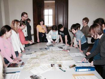 Die SchülerInnen probierten die Ideen für Projekte und Exkursionen auf Schloß Trebnitz aus.