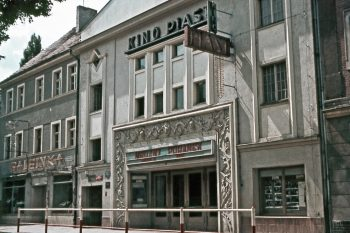 Der Filmpalast Friedrichstraße wurde in den 1920er Jahren in der Frankfurter Dammvorstadt gebaut und 1947 im polnischen Słubice als Kino Piast wiedereröffnet (Foto: Eckard Reiß, 1967).