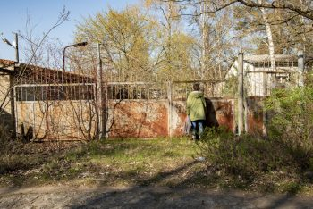 """Ein """"unbekannter Ort"""", der auf der Webseite vorgestellt wird, ist der Bauhof der SS-Bauleitung Ravensbrück. Foto: Christoph Löffler"""